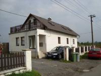 Prodej 2 budov - rodinného domu se 3 byty a penzionu o 16 pokojích, v obci Jenišov u Karlových Varů
