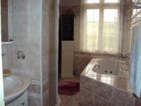 Prodej prostorného bytu 4+1+2B+2L, 4.NP, celková plocha 170 m2, Karlovy Vary, ulice Krále Jiřího