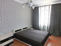 Krátkodobý nájem zařízeného bytu 2+1, 75 m2, 4.patro (5.NP), v centru Karlových Var, nábř. J.Palacha