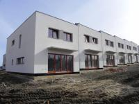 Rodinný cihlový řadový dům, 4+kk o ploše 138m2 + garáž na pozemku 184,5m2.