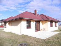 Rodinný dům 4+kk z roku 2013 o ploše 196m2 + dvougaráž na pozemku 953m2.