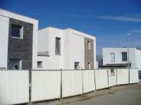 Rodinný, řadový cihlový dům, krajní 5+kk o ploše 104,2 m2 na pozemku 434m2.