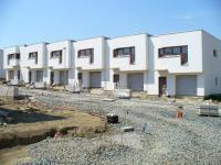 Řadový  cihlový dům 4+kko ploše 138m2 na pozemku 185,8m2 s garáží.