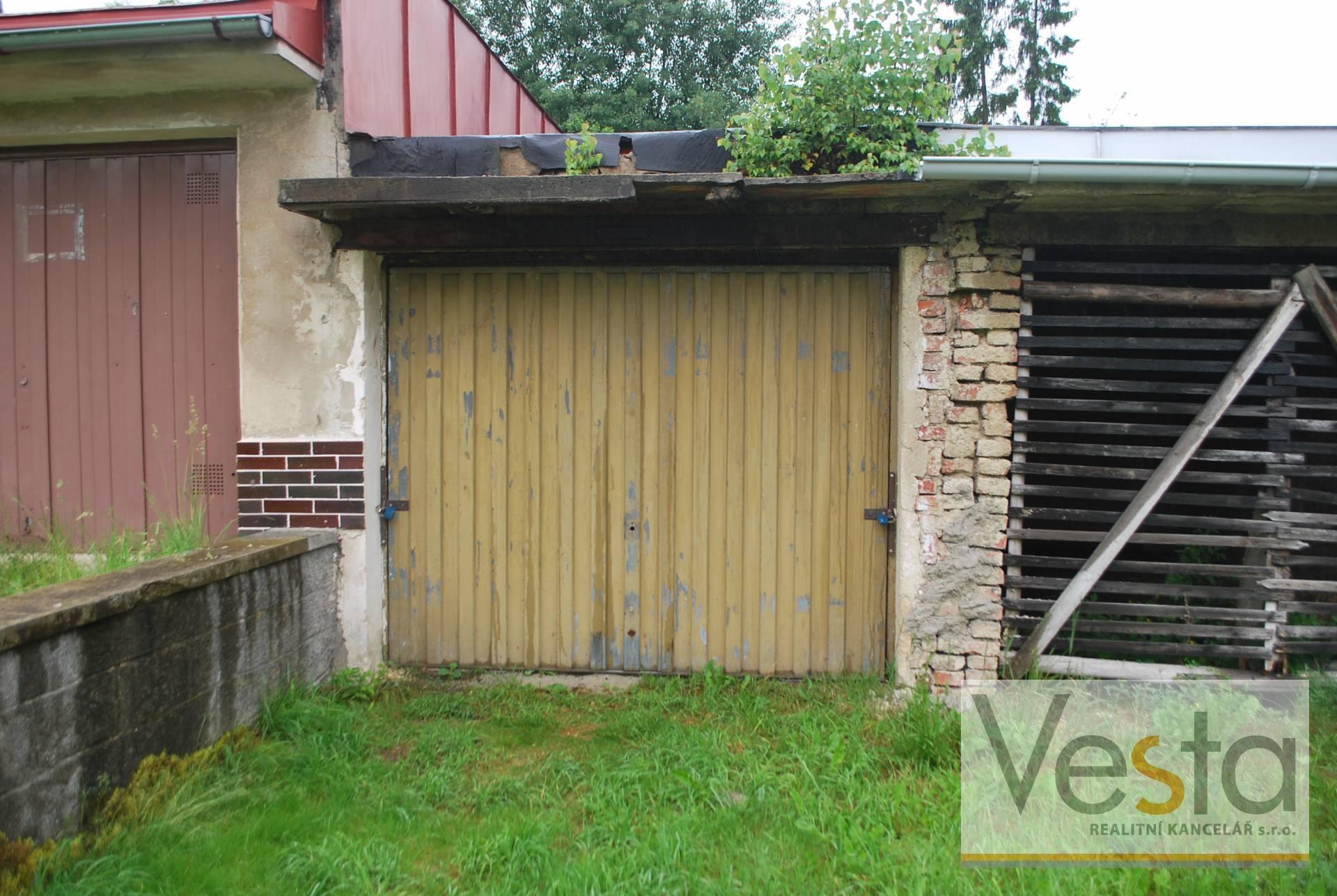Udržovaná garáž v obci Mikulášovice