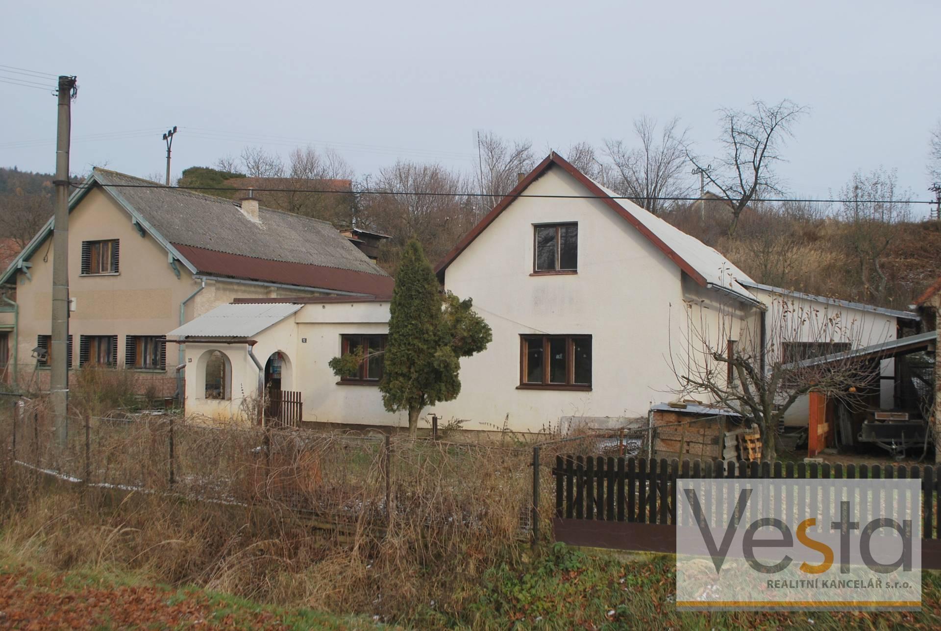 Rodinný dům s garáží v obci Leština