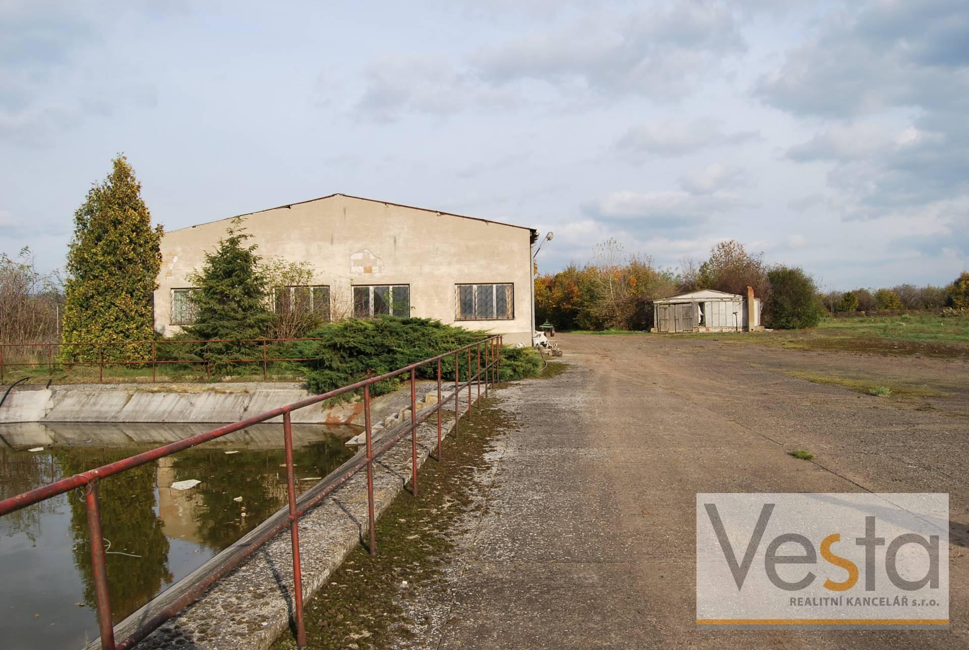 Areál zemědělské výroby s pozemky 30 000 m2
