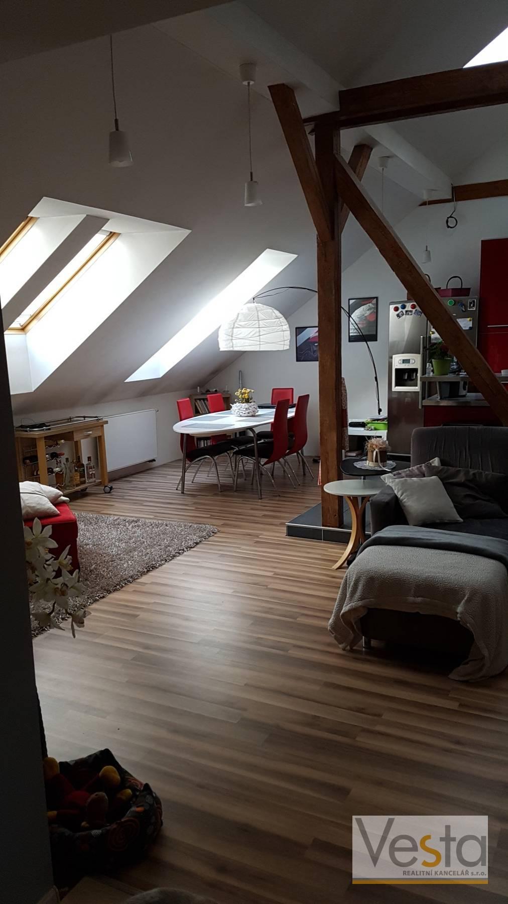 Nově vybudovaný mezonetový podkrovní byt 5+kk, 219 m2