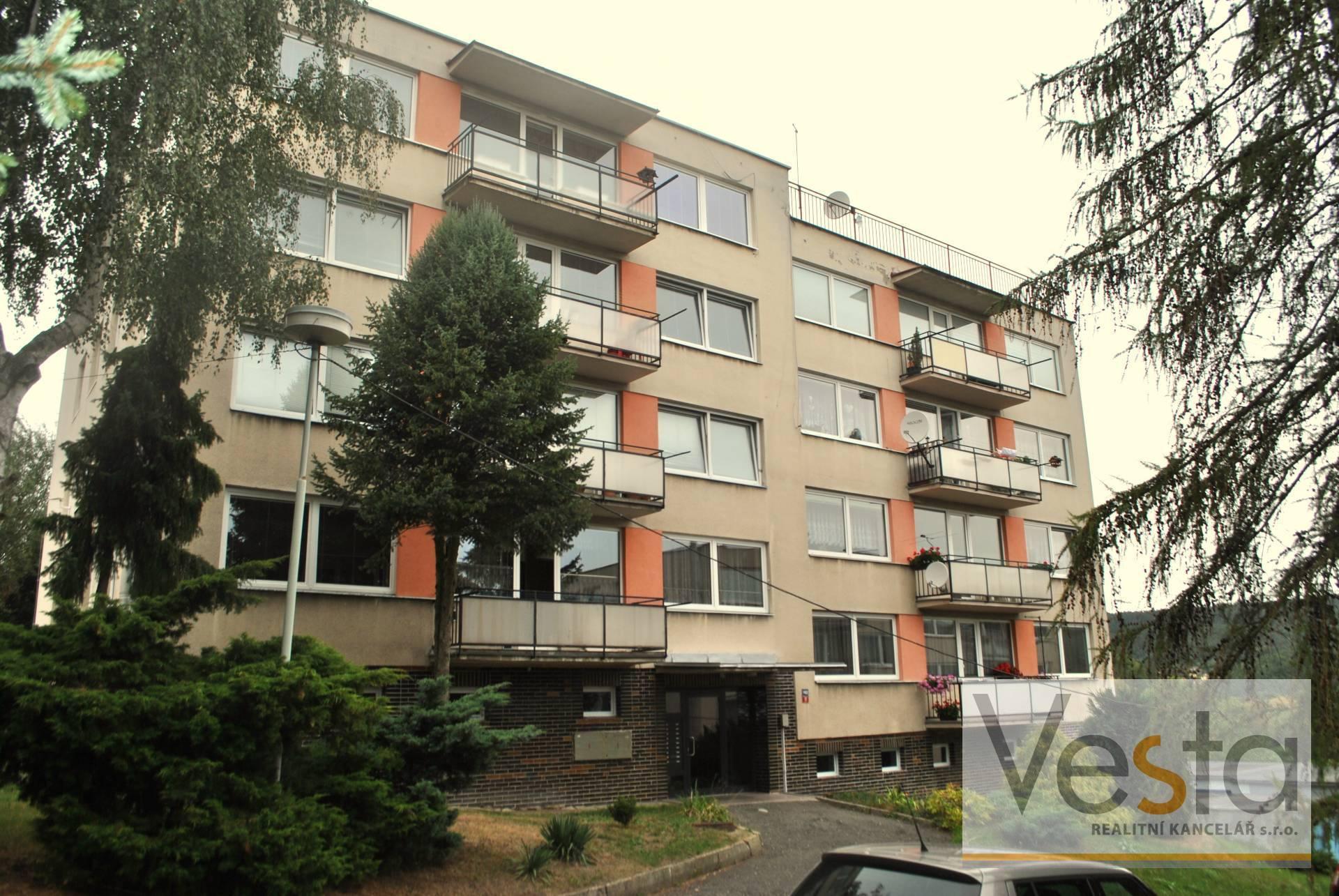 Pronájem vybaveného bytu 3+1 s balkonem na Letné