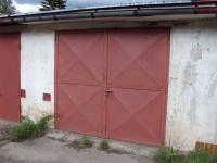 Dvůr Králové n.L. - zděná řadová garáž