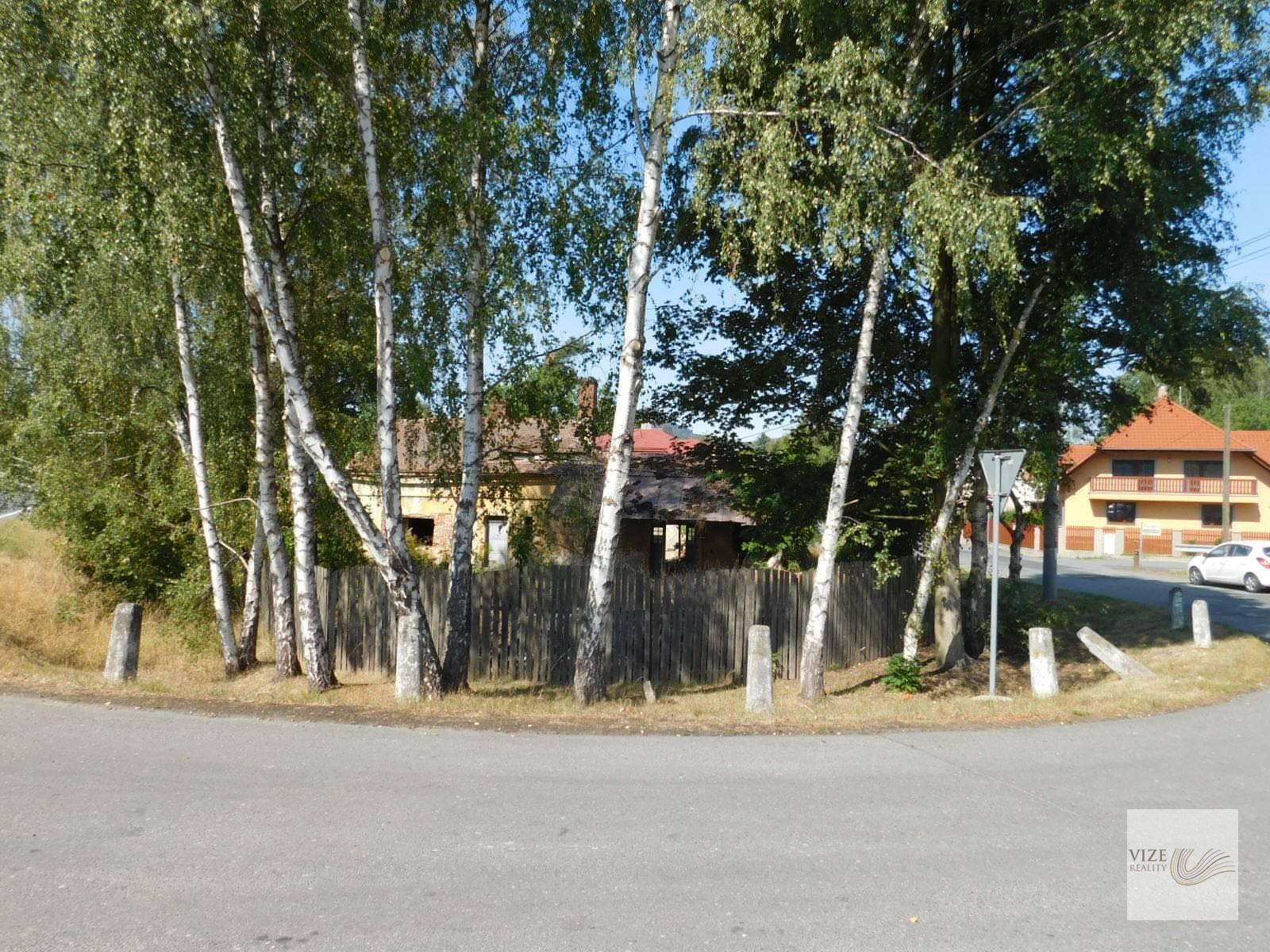 Pozemek s objektem - Cvikov.