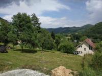 Prodej stavebního pozemku s chatou v  Nedvědici