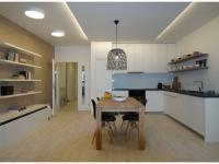 Nový 3+kk o ploše 87,9m2 + 3 x balkon 23,9m2 s výhledem k Vltavě, JZ orientace.
