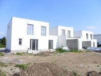 Rodinný, řadový cihlový dům 5+kk o ploše 104,2 m2 na pozemku 434m2.