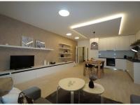 Nový 3+kk o ploše 87,9m2 + 3 x balkon 28,8m2 s výhledem k Vltavě, JZ orientace.
