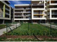 Nový byt 3+kk o ploše 88,9m2 + 2 x terasa 15,3m2 + 2 x zahrada 32m2 ve výstavbě.