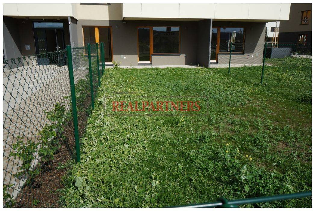 Nový 2+kk o ploše 59m² + 25,5m² zahrada + 15,5m² terasa s J orientací ve výstavbě.