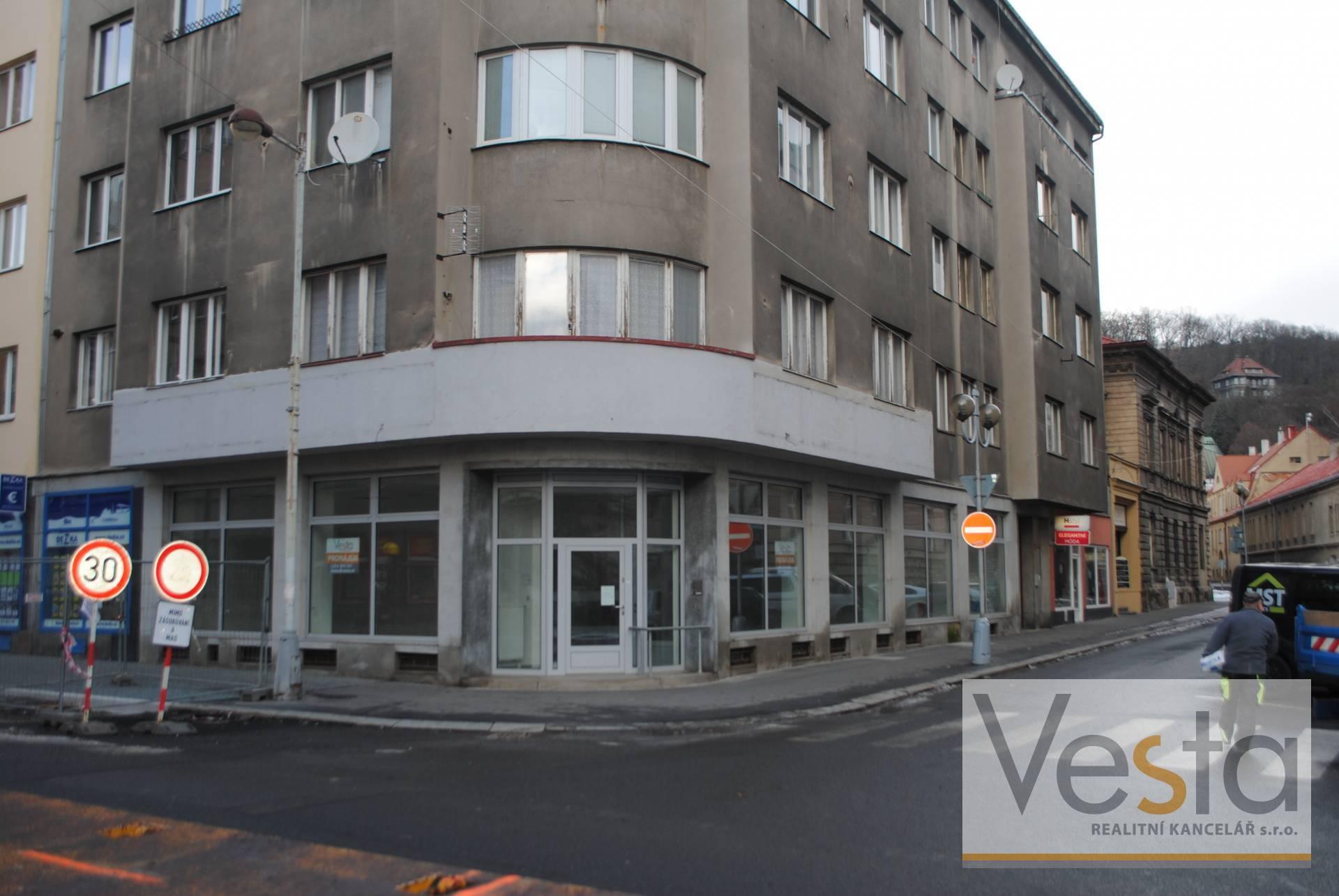Atraktivní nebytový prostor s výlohami v centru Podmokel