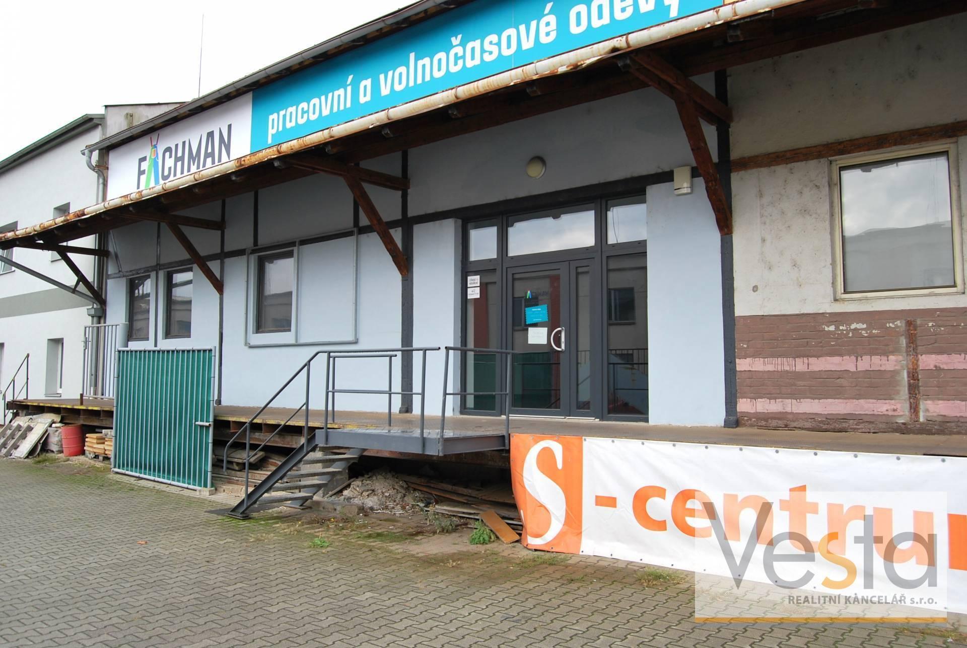 Pronájem prodejny v areálu S-centra Děčín, 173 m2