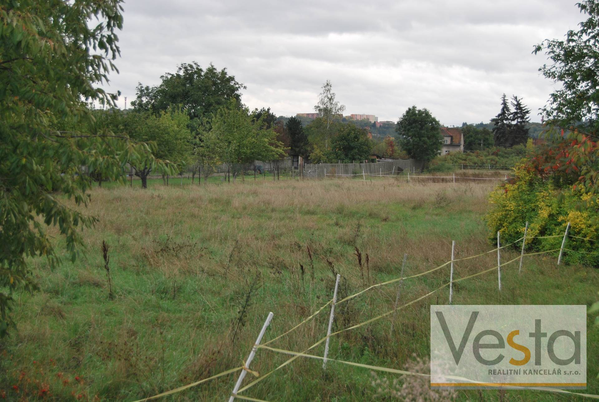 Prodej spoluvlastnického podílu na pozemcích - pastviny na okraji Žatce